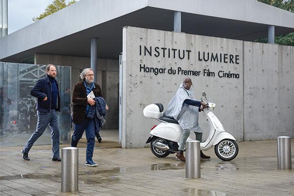 <span style='display:inline-block; background-color:#DF071E; width: 100%;padding:5px;'>Les Sorties d'usine du festival Lumière 2019</span>